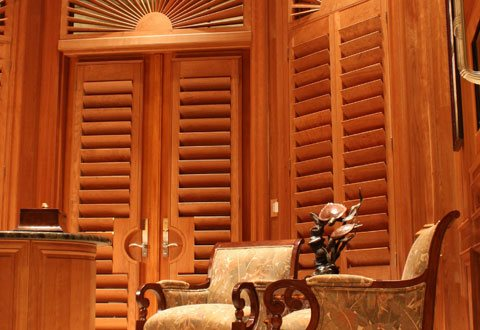 comstock-shutters-wood-grain
